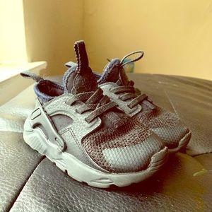 Nike huarache 8C
